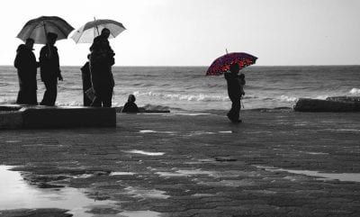 מטריה אדומה